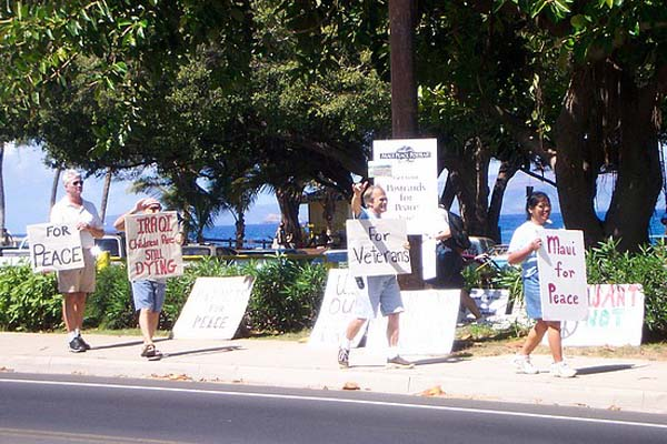 6-5-signs-and-marchers-at-kihei-park-ocean_std-copy
